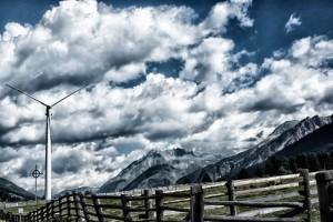 Vindmølle i Alperne. Foto: Claus Sjödin © industrifotograf